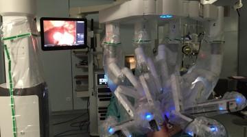 Da Vinci Xi durante il puntamento del campo operatorio per eseguire una resezione del retto per cancro